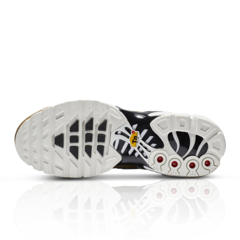 official photos 067da 85bed Nike Women's Air Max Plus Black/Gold Sneaker