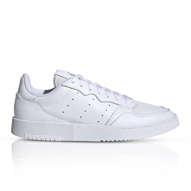 Sucio Envío Chicle  adidas Originals Women's Supercourt White Sneaker
